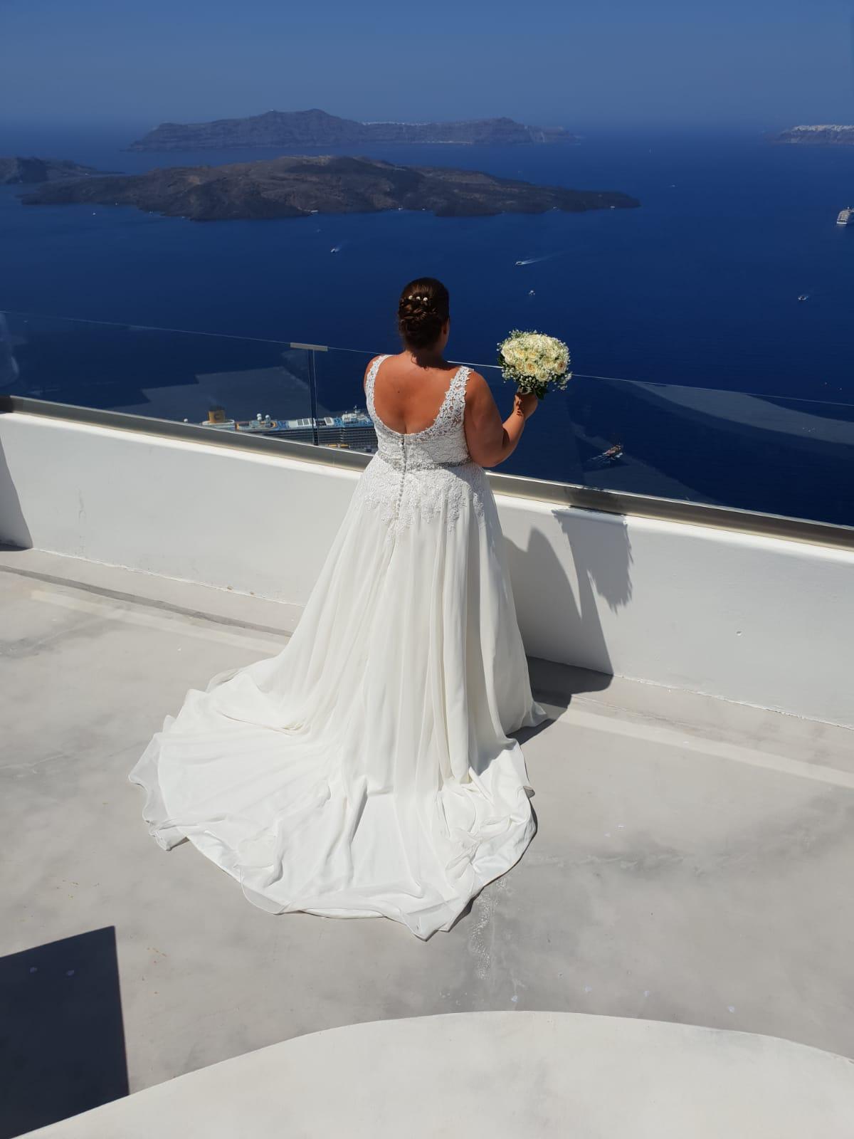 Leanne Holland in Santorini